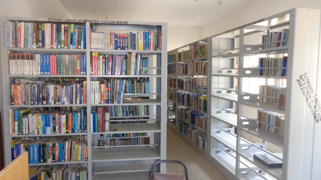 CURRENT BOOKS IN CIRCULATION UNIT OF COLLEGE LIBARARY